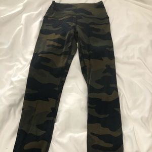 PINK Ultimate Camo Leggings SIZE Small